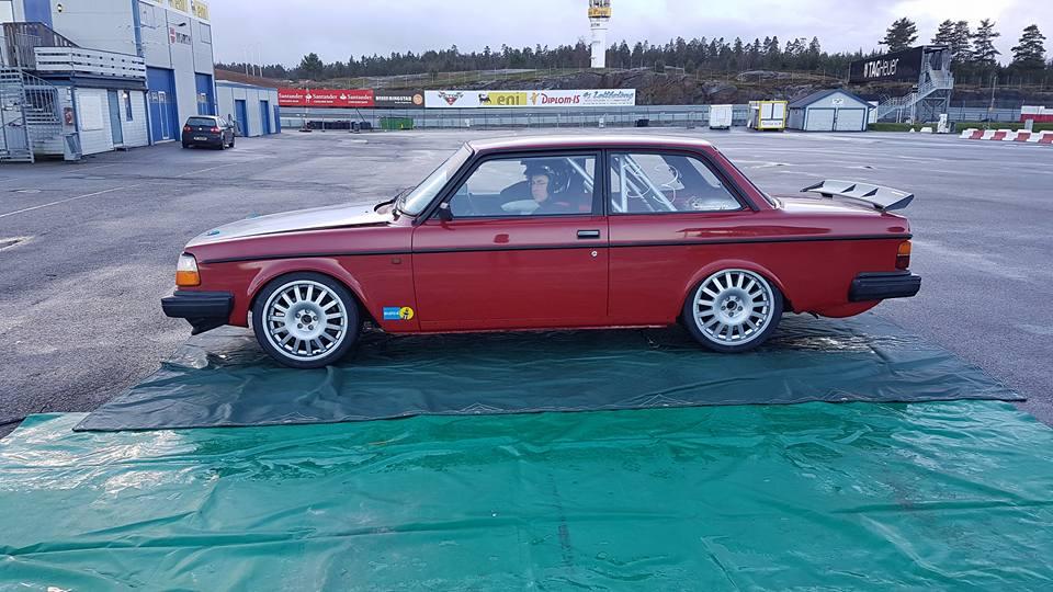 En av bilene